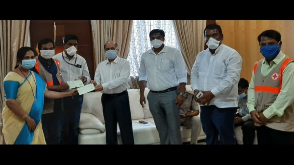 8 Lakhs Grant To Workers For Mask And Sanitizer In Belagavi