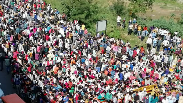 UP Government Sets Government Transport For Migrants People