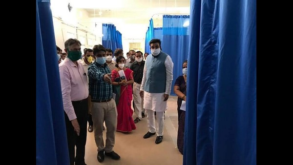 Health Minister Sriramulu Tumkur visited the district and inspected it.