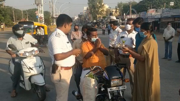 Traffic Police Took New Way To Avoid Riders