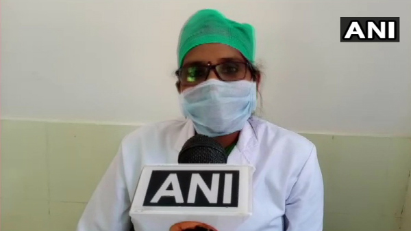 Santoshi Manikpuri A Health Care Professional Attending To Patients Even In Her Pregnancy