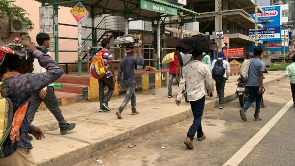 Thousands Of Migrants Workers Walking To Uttara Pradesh From Bengaluru