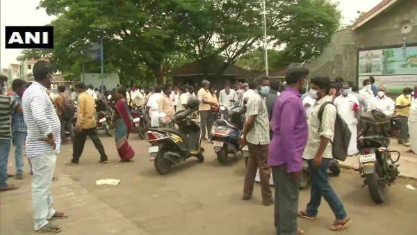Protest Held In Chennai To Allow Koyambedu Wholesale Flowers Market