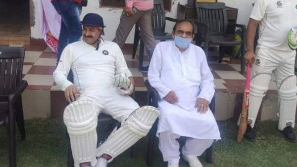 BJP MP Manoj Tiwari Played Cricket Without Mask