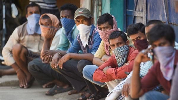 ಲಾಕ್ಡೌನ್ ಹೊಡೆತ: ಬಾಣಲೆಯಿಂದ ಬೆಂಕಿಗೆ ಬಡವರು, ಕಾರ್ಮಿಕರು