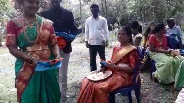 ಚಿಕ್ಕಮಗಳೂರು; ಮದುವೆಯಲ್ಲಿ ತಾಂಬೂಲದ ಬದಲು ಮಾಸ್ಕ್ ವಿತರಣೆ