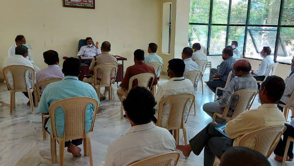 Ramesh Jarkiholi Did A Meeting With Officers About Coronavirus