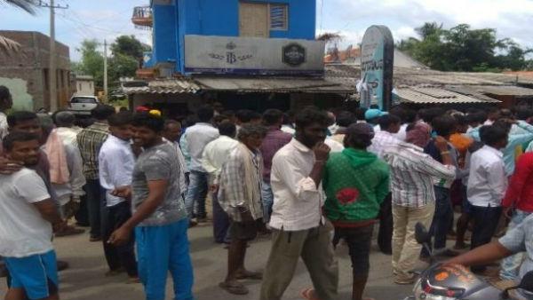 ಮೈಸೂರು: ರಮ್ಮನಹಳ್ಳಿಯಲ್ಲಿ ಪ್ರತಿಭಟನೆ ನಡೆಸಿ ಬಾರ್ ಮುಚ್ಚಿಸಿದ ಗ್ರಾಮಸ್ಥರು