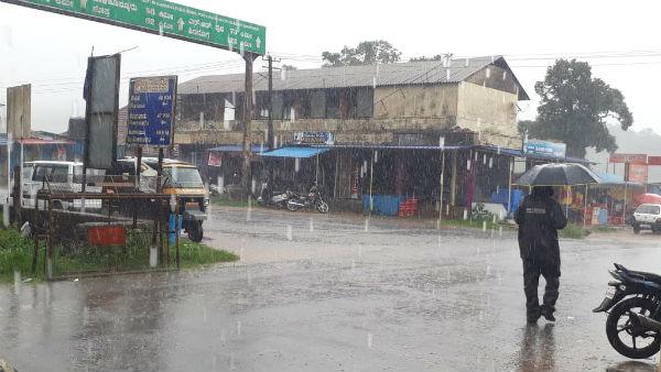 ಚಾರ್ಮಾಡಿ ಘಾಟ್ ನಲ್ಲಿ ಗಾಳಿ ಸಹಿತ ಭಾರೀ ಮಳೆ