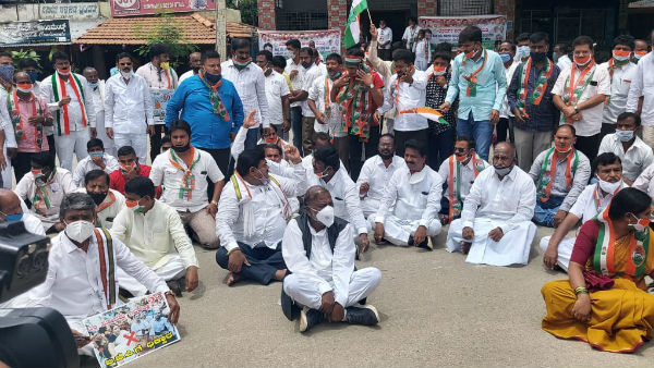 Congress Protests Against Central Government Condemning Oil Price Hike