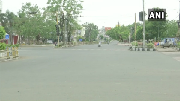 Madhya Pradesh: Streets Are Deserted And Shops Are closed Due To Bhopal lockdown