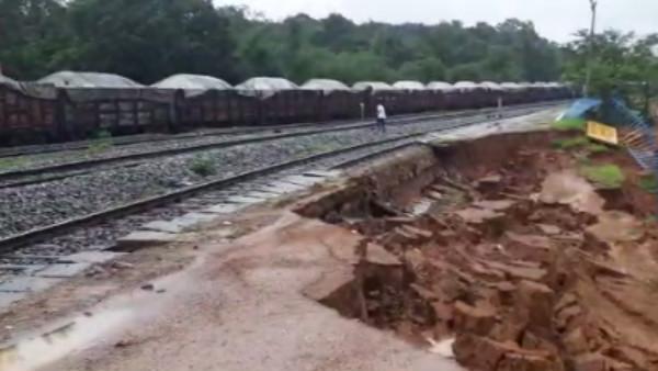 ಬೆಳಗಾವಿ: ಭಾರೀ ಮಳೆಗೆ ಶಿವಥಾಣ ರೈಲ್ವೆ ನಿಲ್ದಾಣದಲ್ಲಿ ಭೂಕುಸಿತ