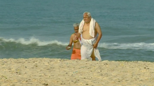 Mahalaya Amavasya: People Took Sea Bath In Malpe Beach And Did Pinda Pradhanam
