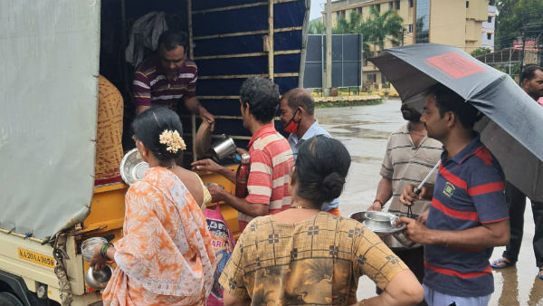 Udupi: Breakfast And Dinner Provided For 400 Flood Victims From Krishna Mutt