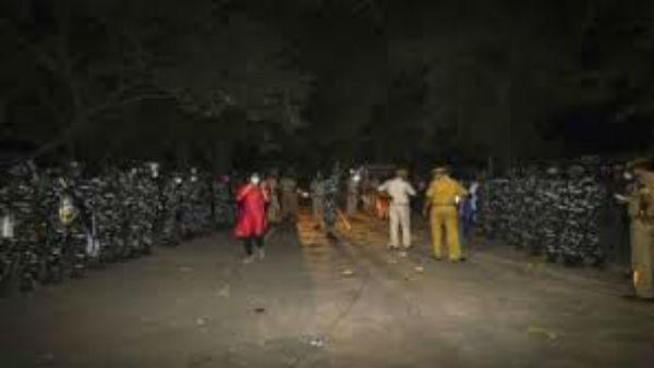 ಹತ್ರಾಸ್ ಅತ್ಯಾಚಾರ ಕೇಸ್: ರಾತ್ರಿ 2.30ಕ್ಕೆ ಸಂತ್ರಸ್ತೆ ಅಂತ್ಯಕ್ರಿಯೆ