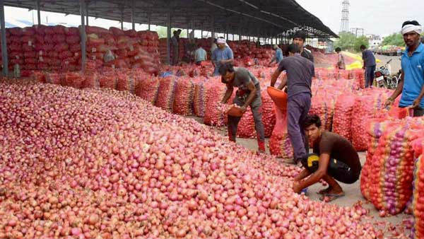 India Allows Export Of Onions Lying On Ports In Transit To All Countries