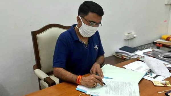Congress Asks Covid Positive Goa Chief Minister Clears Files,Why No Gloves