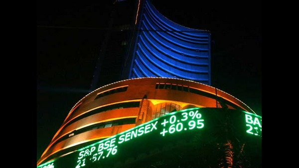 Sensex Reclaims 39,000 Points: Banking And Pharma Indices Most Contribution To The Market