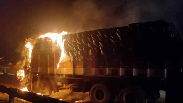 Chitradurga: Lorry Carrying Paints Catches Fire In An Accident At Hiriyuru