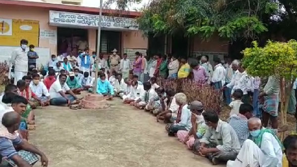 Davanagere:Lokikere Villagers Protest Demanding Proper Treatment In Hospital