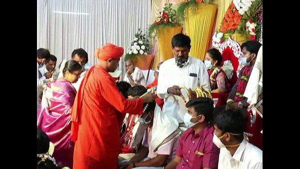 Davanagere: Tribute To The Corona Warriors At A Wedding Function