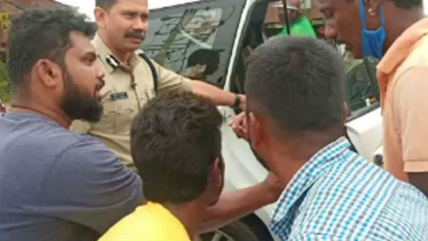 Mysuru: South Zone IGP Viphul Kumar Helped To Injured Person