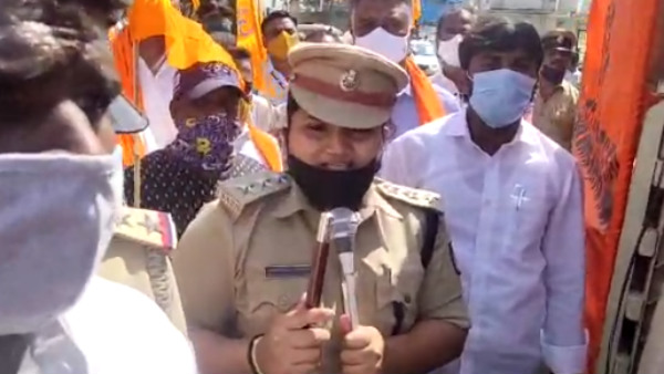 Chamarajanagara: DYSP Sung National Anthem To Control The Protesters
