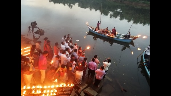 Vishwaprasanna Tirtha Swamiji Performed Swarna Aarti For Swarna River