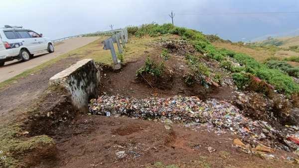 ಚಿಕ್ಕಮಗಳೂರು; ಗಿರಿಸ್ವಚ್ಚತಾ ಅಭಿಯಾನ, ರಾಶಿ-ರಾಶಿ ಕಸ ಸಂಗ್ರಹ