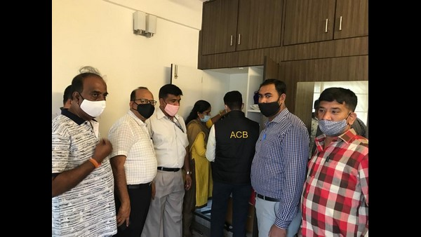 ACB raid on Suspended BBMP Town Planning Officer Devendrappa House