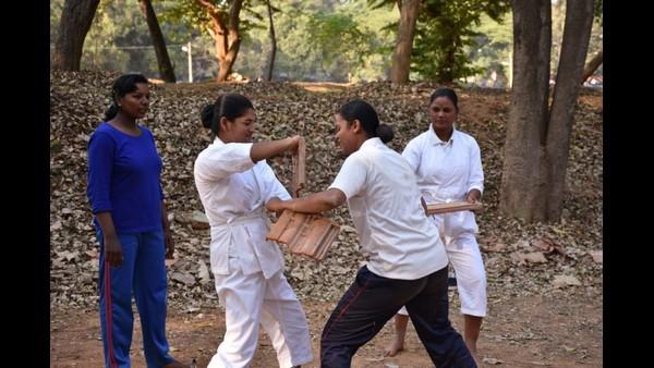 ಸರ್ಕಾರಿ ಶಾಲೆ ವಿದ್ಯಾರ್ಥಿನಿಯರಿಗೆ ಕರಾಟೆ ಕಲಿಸಲಿಕ್ಕೆ ಬರಲಿದ್ದಾರೆ KSRP ಪೊಲೀಸ್