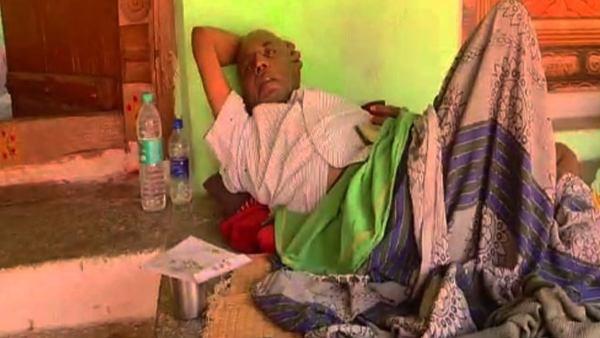 ಮಂಡ್ಯ: ಪಾರ್ಶ್ವವಾಯುವಿಗೆ ತುತ್ತಾಗಿ ಬಂದ ಸಾಲಗಾರನಿಗೆ ಮನೆಯಲ್ಲಿ ಆಶ್ರಯ ನಿರಾಕರಣೆ
