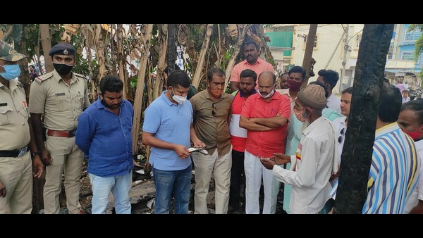 MP Pratap Simha Visits Syed Isaaq Public Library after tragic incident