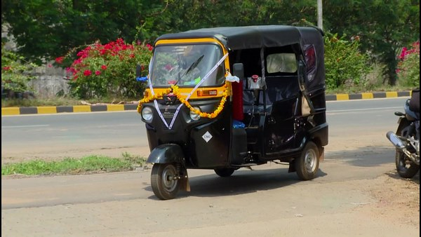 Auto Drivers Facing Trouble After Shortage Of CNG Gas