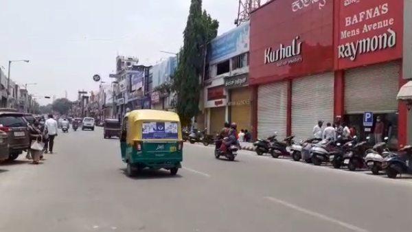 ಮೈಸೂರು; ಅಘೋಷಿತ ಬಂದ್, ಪ್ರಮುಖ ರಸ್ತೆಗಳ ಅಂಗಡಿಗೆ ಬೀಗ