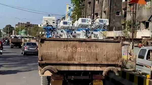 Surat Municipal Transported Ventilators In Garbage Truck From Valsad