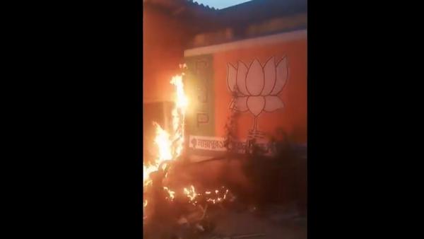 ಪಶ್ಚಿಮ ಬಂಗಾಳ: ಬಿಜೆಪಿ ಕಚೇರಿಗೆ ಬೆಂಕಿ