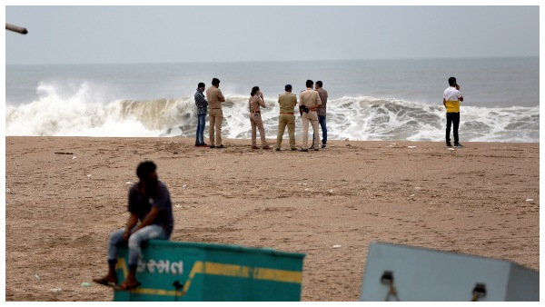 ತೌಕ್ತೆ ಚಂಡಮಾರುತ: ಬಾರ್ಜ್ ಪಿ305ನಲ್ಲಿದ್ದ 184 ಜನರನ್ನು ರಕ್ಷಿಸಿದ ನೌಕಾಪಡೆ