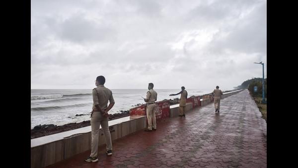 ಯಾಸ್ ಚಂಡಮಾರುತ: ಪಶ್ಚಿಮ ಬಂಗಾಳದಲ್ಲಿ ಲಕ್ಷಾಂತರ ಜನರ ಸ್ಥಳಾಂತರ