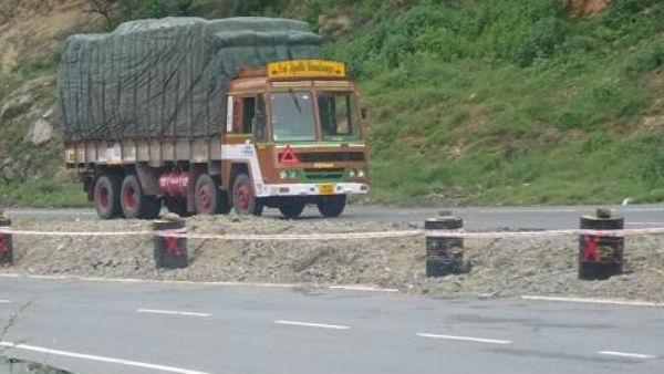 ಮಹಾರಾಷ್ಟ್ರ: ಟ್ರಕ್ ಪಲ್ಟಿ- ಫೋನ್, ಟಿವಿ ಸೇರಿ 70 ಲಕ್ಷ ರು ಮೌಲ್ಯದ ವಸ್ತುಗಳು ಲೂಟಿ