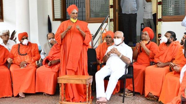 VIDEO: ಸಿಎಂ ಯಡಿಯೂರಪ್ಪ ಬದಲಾವಣೆ ಕುರಿತು ಸಿದ್ದಗಂಗಾ ಶ್ರೀ ಮಹತ್ವದ ಹೇಳಿಕೆ!