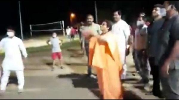 ಬಾಸ್ಕೆಟ್ ಬಾಲ್ ಆಡಿದ ಪ್ರಗ್ಯಾ ಸಿಂಗ್ ವಿಡಿಯೋ ವೈರಲ್: ಅನೇಕ ಮಂದಿಗೆ ಆಶ್ಚರ್ಯ