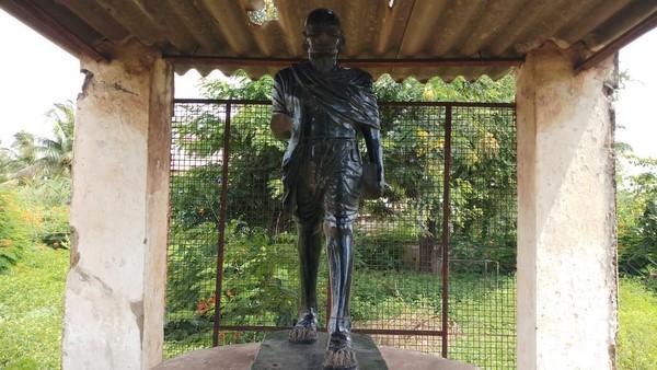 ವಿಜಯನಗರ: ಮಹಾತ್ಮ ಗಾಂಧೀಜಿ ಪ್ರತಿಮೆ ಭಗ್ನ; ಹೇಳೋರಿಲ್ಲ, ಕೇಳೋರಿಲ್ಲ!