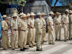 Mangaluru Yuva Brigade Has To Wish Police Constables