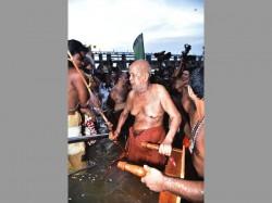 Lakhs Pilgrims Takes Holy Dip Krishna River At Vijayawada