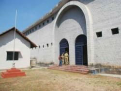 Mangaluru Jail Inmates Try To Attack Police Escorts