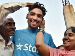 Ipl Auction Srh Buys Autorickshaw Driver S Son Mohammed Siraj