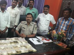Rs 16 Lakh Old Notes Seized 3 Detained At Raichur