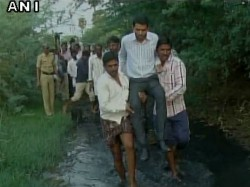 Raichur Ceo Zila Panchayat Crosses A Drain With Help Of Locals