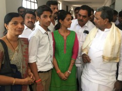State Forest Minister Requests Financial Help To A Martyr S Family In Mangaluru